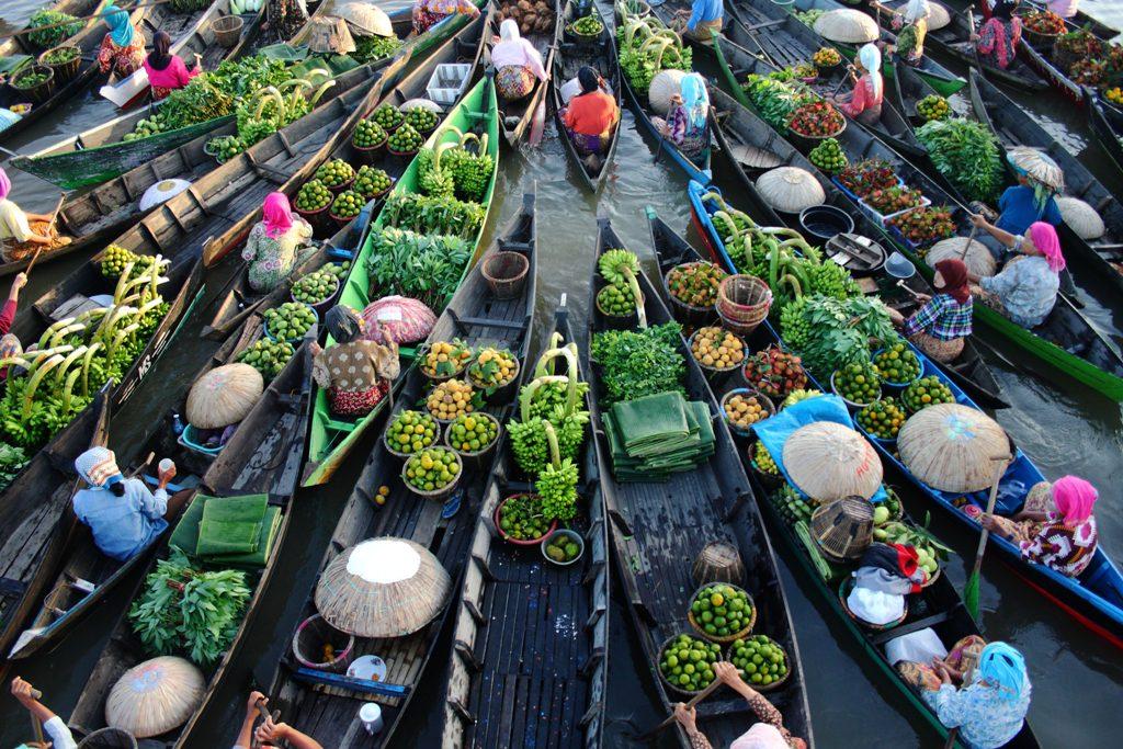Pasar Terapung yang terkenal di Banjarmasin