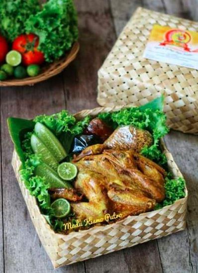 Ayam bakar madu - Menjadi salah satu menu inovasi ayam kampung super atau joper sehingga menjadi nilai tambah bagi penjualan dan tentu saja profit juga akan lebih tinggi. | Image 4