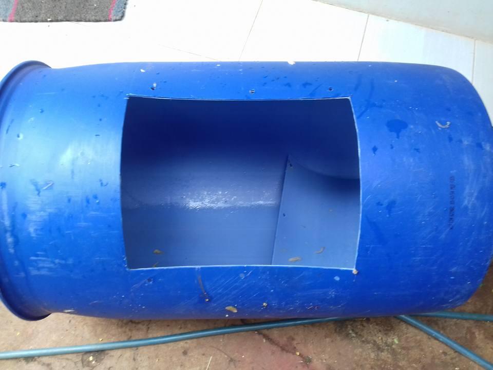 Persiapan membuat kolam drum plastik untuk ternak lele dalam drum plastik
