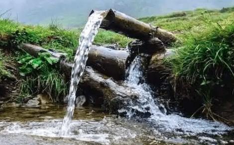 Air sangat penting dalam proses kegiatan beternak, dengan adanya sumber air yang dekat dengan kandang maka akan memudahkan | sumber air