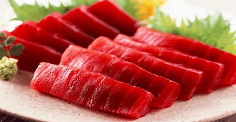 Salah satu foto daging Ikan Tuna yang berwarna merah menandakan bahwa kandungan gizi yang ada di dalam nya sangat baik untuk kesehatan tubuh manusia | image 2