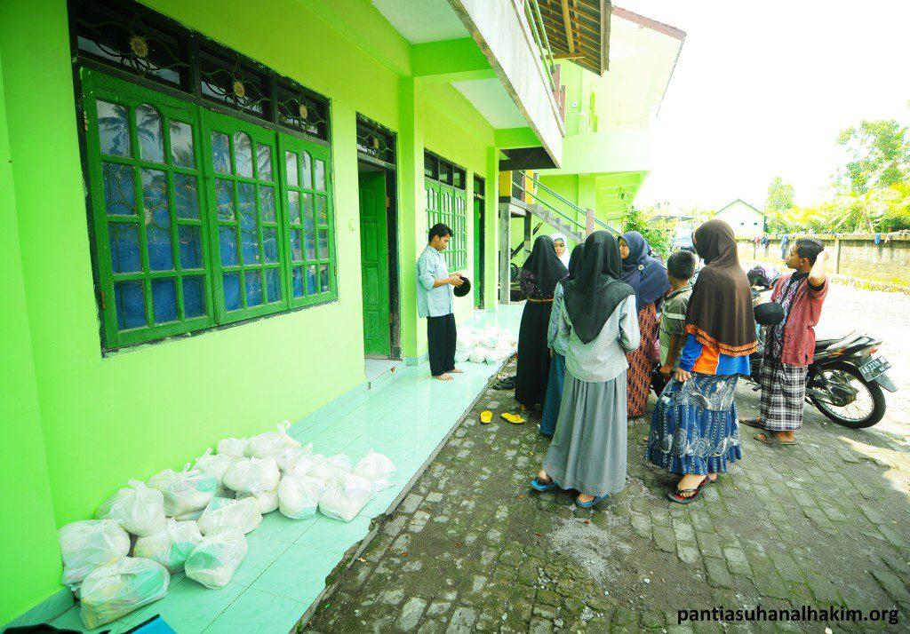 Persiapan Proses ditribusi Program Sedekah Beras untuk Anak Yatim, Dhuafa dan Penghafal Al-Qur'an